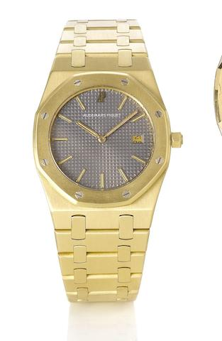 Audemars Piguet. A fine 18ct gold quartz calendar bracelet watchRoyal Oak, No.105, 1990's
