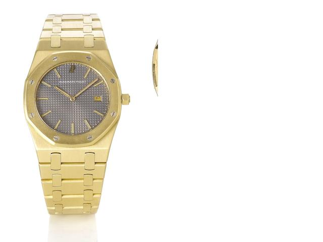 Audemars Piguet. A fine 18ct gold quartz calendar bracelet watch Royal Oak, No.105, 1990's