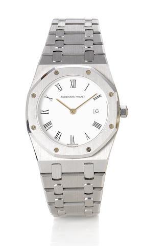 Audemars Piguet. A fine stainless steel quartz calendar bracelet watch Royal Oak, 1990's