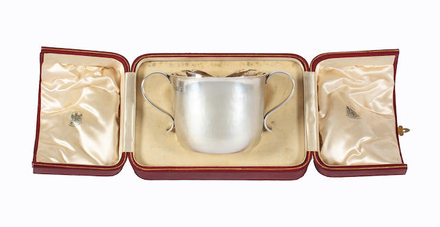 An Edwardian Britannia Standard silver twin handled christening cup By Carrington and Co, London, 1909,