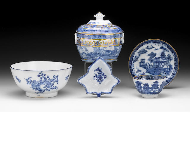 A selection of late Caughley and early Coalport porcelain