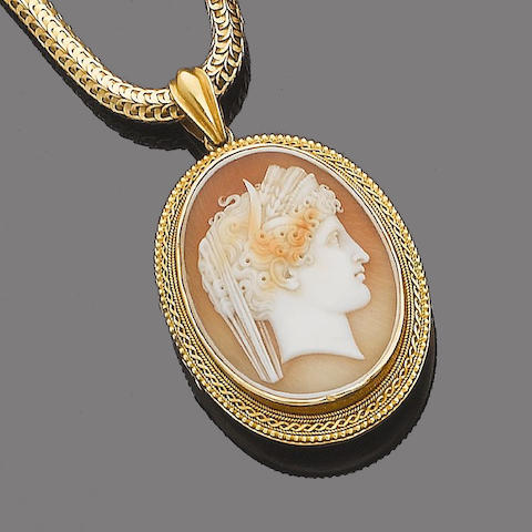 A shell cameo pendant necklace,
