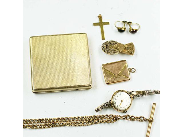 A small collection of jewellery and other items,