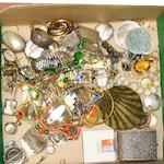 A mixed lot of old costume jewellery.