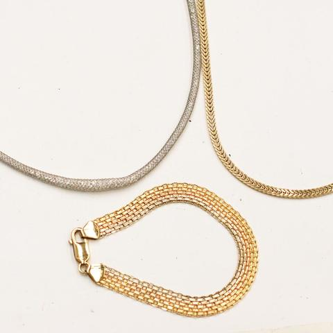 An 18ct white gold mesh-link choker necklace (3)