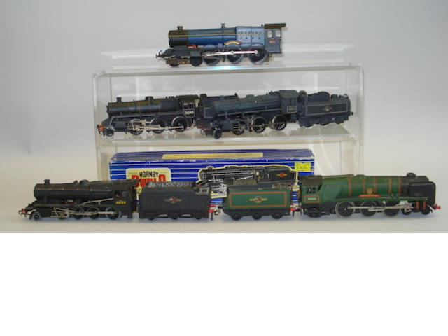 Various locomotives, coaches and rolling stock lot