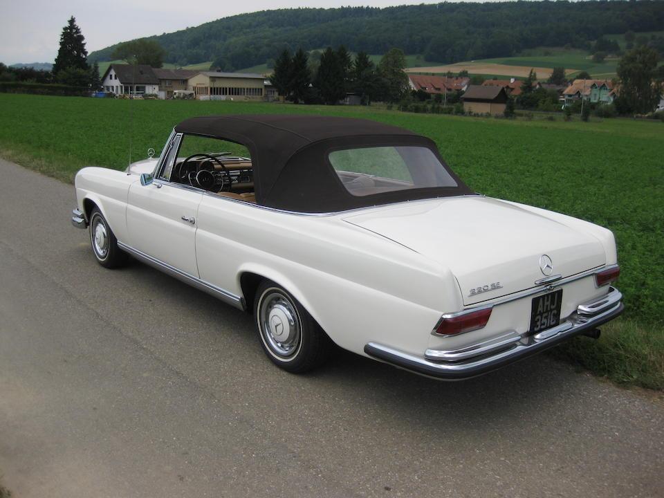 1965 Mercedes-Benz 220SEb Convertible  Chassis no. 11102310074124