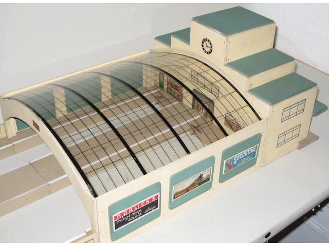 Hornby Dublo (pre-war) D2 City Station outfit Kings Cross
