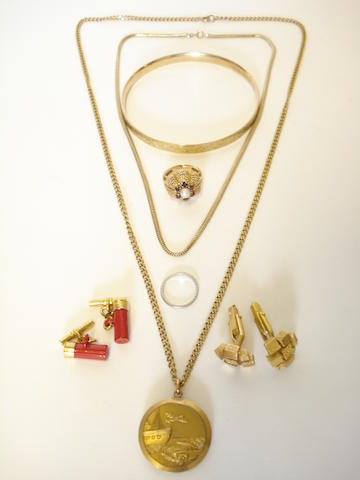 A collection of jewellery (7)