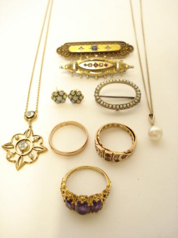 A collection of jewellery (10)