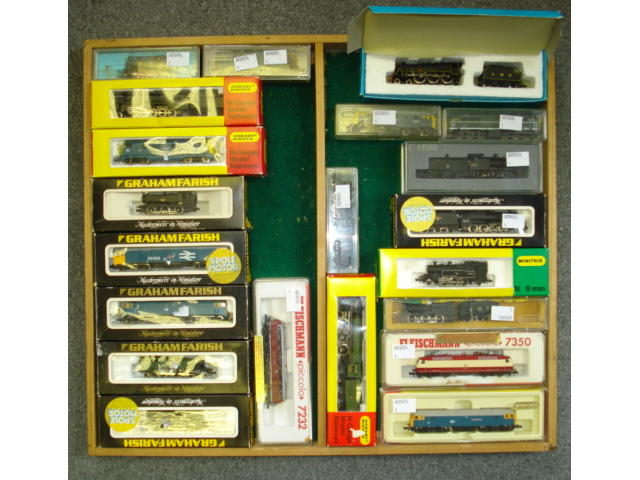Collection of N gauge locomotives and rolling stock lot