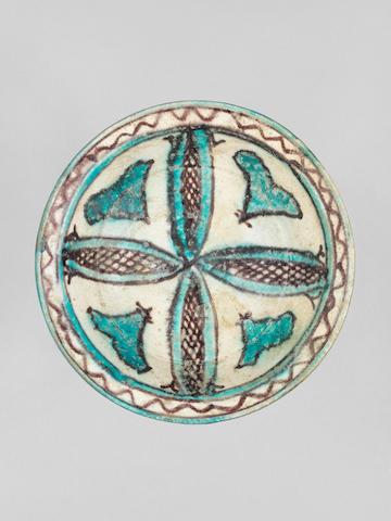 A Veramin underglaze-painted pottery Dish
