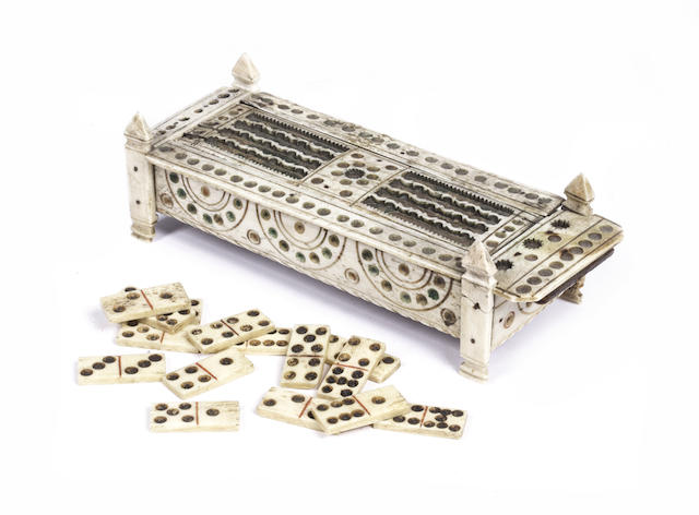 A 19th century Prisoner of War bone domino box,  6x2.5x2in(15x6.5x5cm)