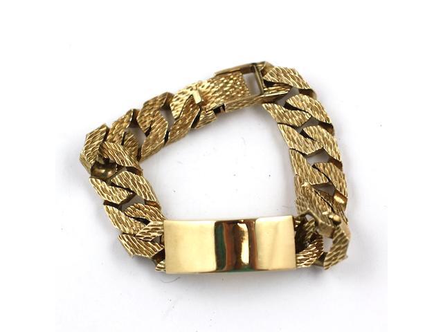 A gents 9ct heavy bark effect bracelet, 125g approximately.