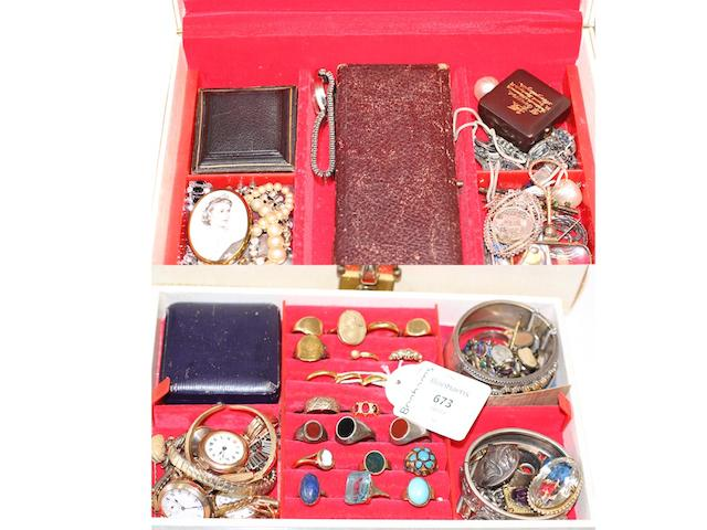 A collection of assorted jewellery,