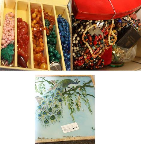A large mixed lot of assorted jewellery and costume jewellery.