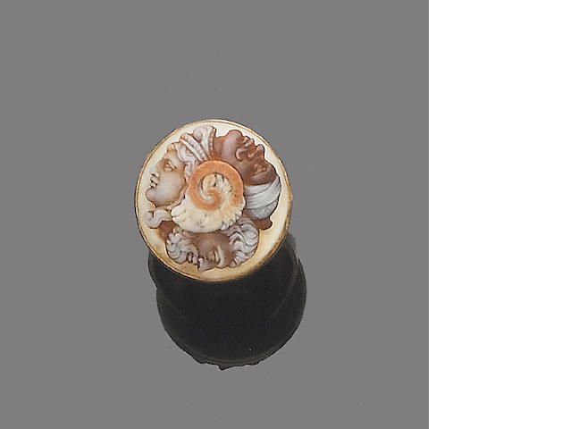 A hardstone gryllus cameo ring,