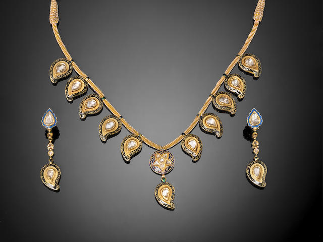 An Indian diamond-set enamelled gold Pendant Necklace and Earrings (3)