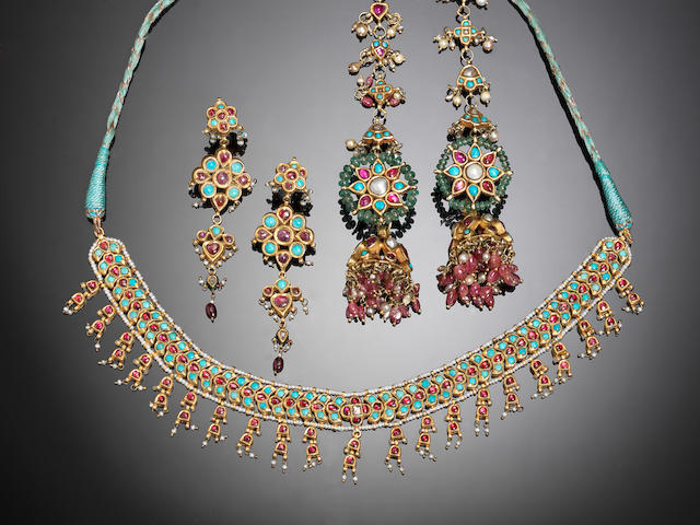 An Indian turquoise and ruby-set gold Necklace and Earrings (3)