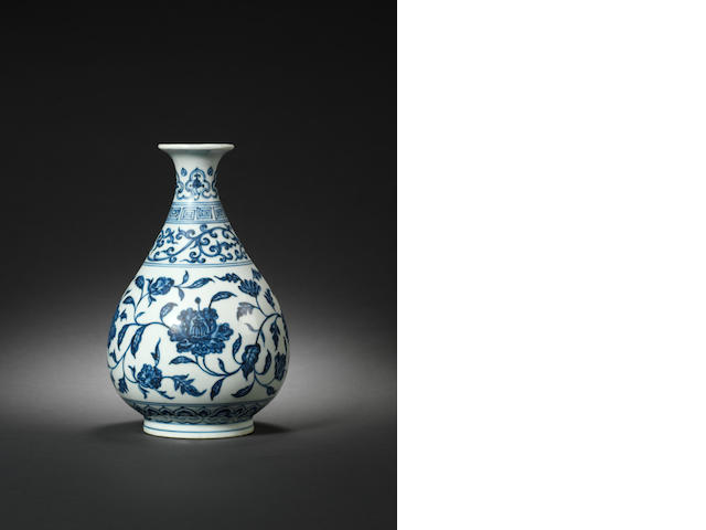 A rare blue and white vase, yuhuchunping Xuande