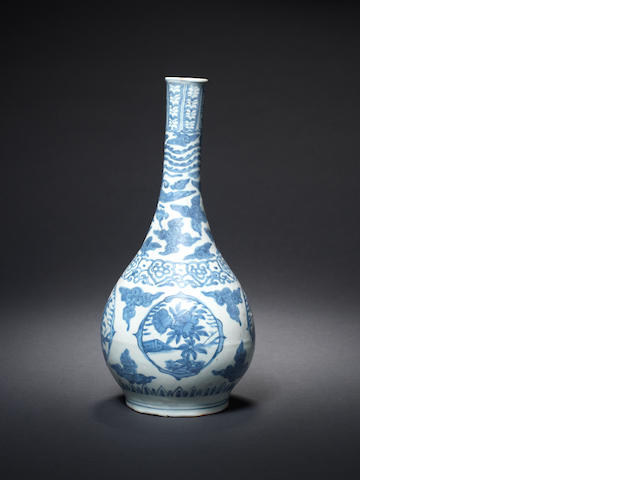 A blue and white bottle vase Wanli