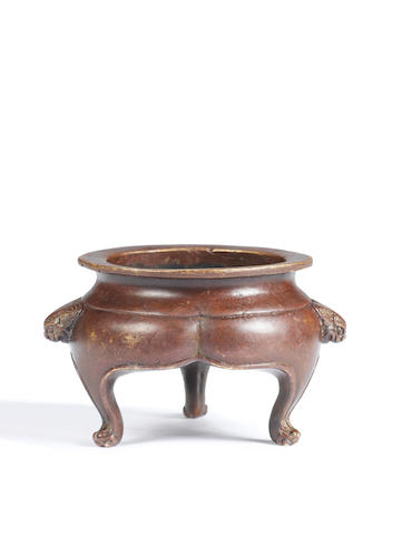 A small red-patinated bronze incense burner 17th/18th century