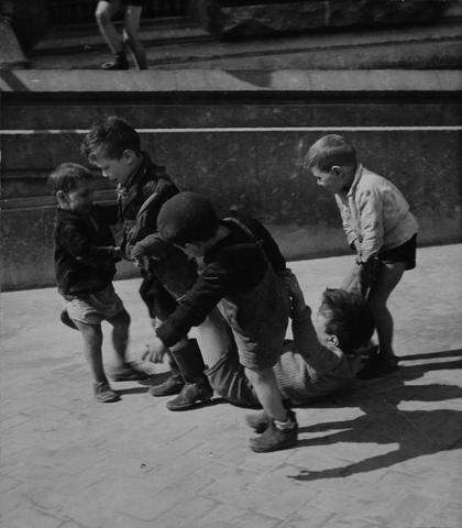Willy Ronis (French, born 1910) Enfants dans la rue, Naples 1938 18.1 x 20.6cm (7 1/8 x 8 1/8in).