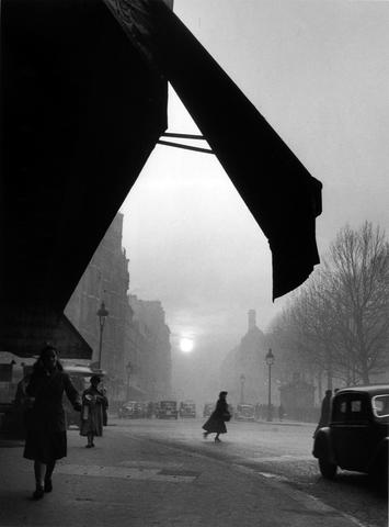 Willy Ronis (French, born 1910) Carrefour S&egravevres Babylone, Paris, 1948 30 x 40cm (11 13/16 x 15 3/4in).