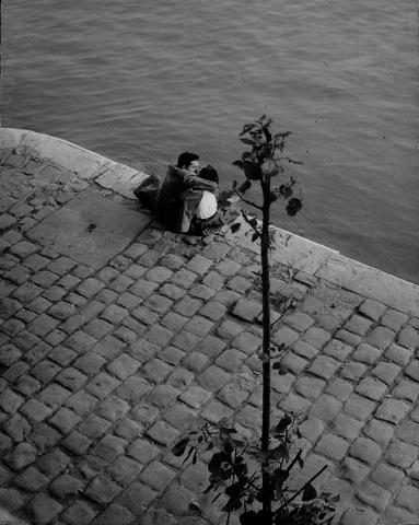 Willy Ronis (French, born 1910) Quai du Louvre, 1952 23.5 x 29.5cm (9 1/4 x 11 5/8in).