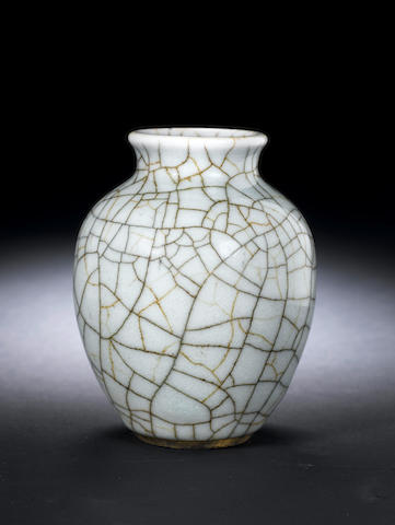 A Ge-type glazed oviform jar 18th century