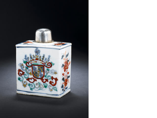 A rare armorial tea caddy for the Portuguese market Kangxi, 1700-1720