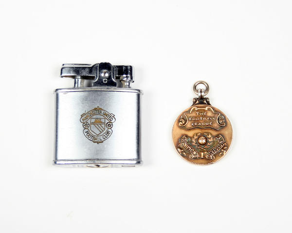 1951/2 Manchester United league champions medal awarded to W. Redman plus cigarette lighter