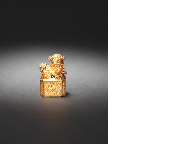 A rare small gold seal box and cover Probably 19th century