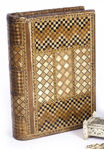 An interesting 19th century straw work box, 11x8x2.5in (28x20x6.5cm)