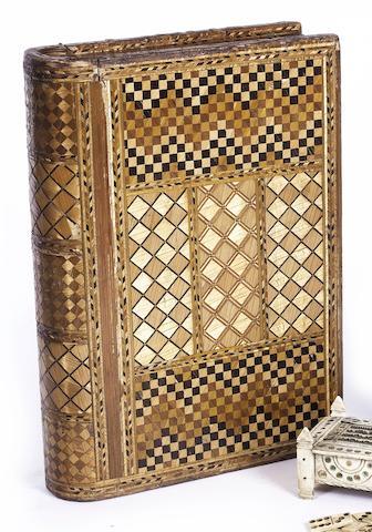 An interesting 19th century straw work box, 11x8x2.5in (28x20x6.5cm)