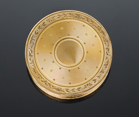 A French circular gold snuff box