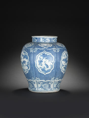 A large blue and white jar, guan Wanli