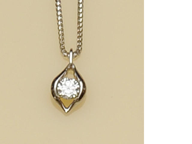An 18ct white gold diamond pendant on chain