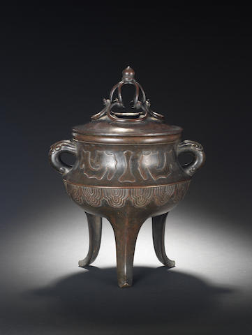 A large bronze tripod two-handled incense burner and cover 17th/18th century