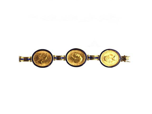 An 18ct gold sovereign set bracelet