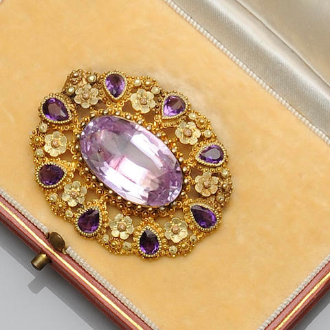 A gem set cluster brooch,