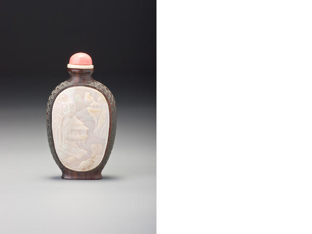 A mother-of-pearl and wood snuff bottle The Yaji Master, Japan, 1854–1920