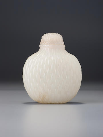 A white nephrite 'woven basket' snuff bottle Probably Imperial, attributed to the palace workshops, Beijing, 1770–1850