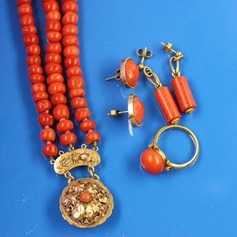 A three row coral bead necklace (4)