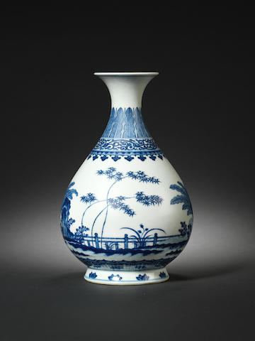 A very fine Ming-style blue and white pear-shaped vase, yuhuchun ping Qianlong seal mark and of the period