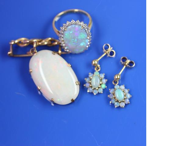 A collection of opal jewellery (3)