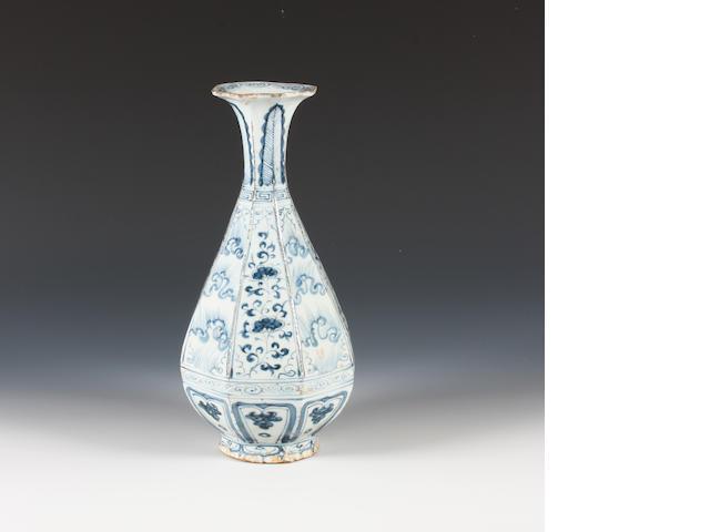 Chinese b & w vase