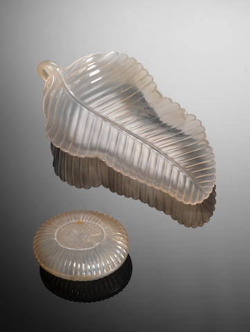 A Mughal-style agate leaf-shaped dish 18th/19th century century