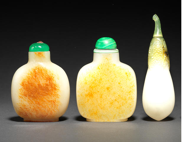 Three jade snuff bottles 19th/20th century