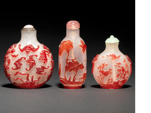 Three red overlay bubble-suffused glass snuff bottles 1780-1850